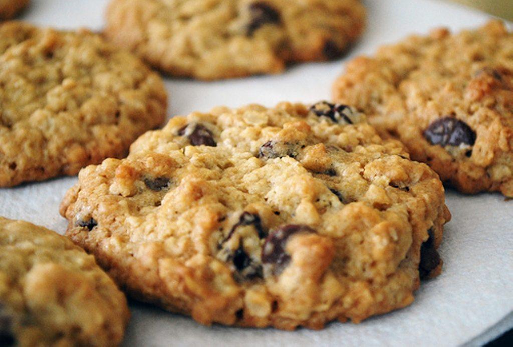 Овсяное печенье, орехи, изюм, просто, полезно, вкусно